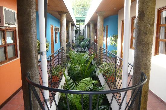 Arbol de Fuego Eco-Hotel: Inner Courtyard