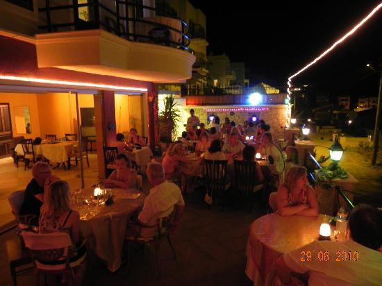 Bob Restaurant Cafe & Bar: A Night