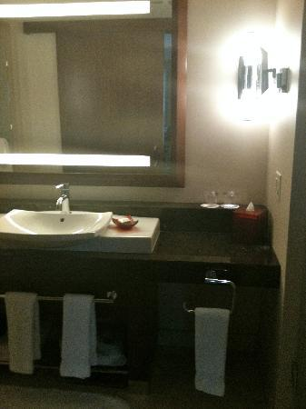 Battery Wharf Hotel, Boston Waterfront: Bathroom