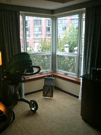 Battery Wharf Hotel, Boston Waterfront: Corner of Junior Suite