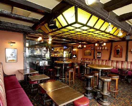 BRITISH PUB Pig & Whistle: large space for group (80 seats)