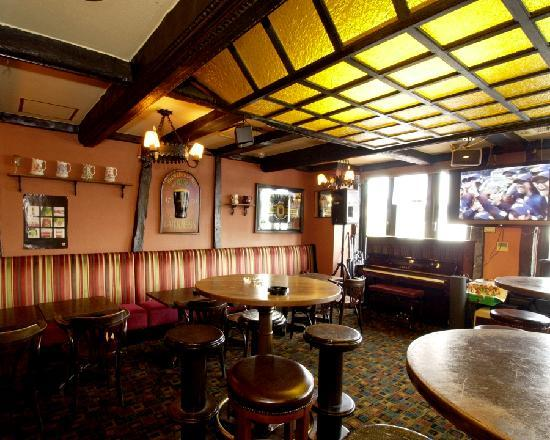 BRITISH PUB Pig & Whistle: large TV to view sports