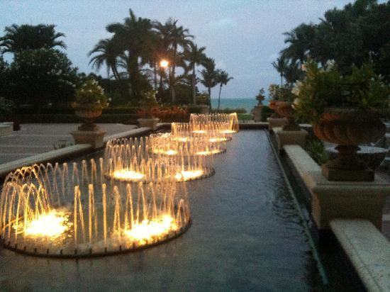 The Ritz-Carlton Key Biscayne, Miami: Fountains on Great Lawn At Night
