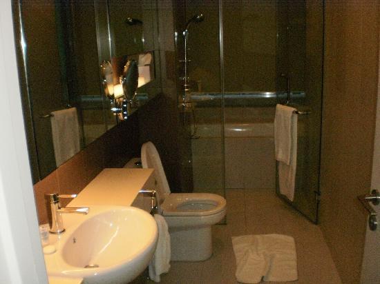 ซัมเมอร์เซ็ท อัมปัง กัวลาลัมเปอร์: Bathroom