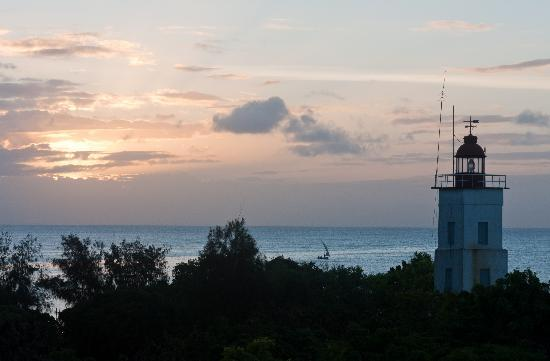 Mnarani Beach Cottages: Sunset shot from the Rooftop