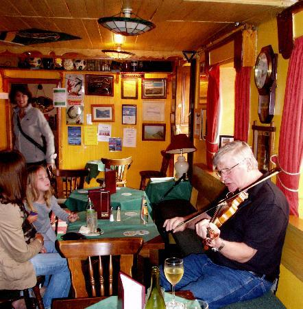O'Connor's Guesthouse: Spontaneous pub music
