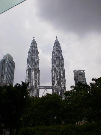 ตึกแฝดเปโตรนาส: Twin Tower at a distance