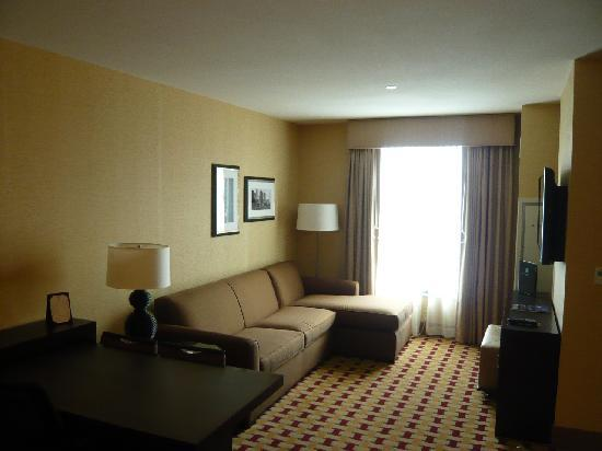 Embassy Suites by Hilton Columbus - Airport: Living Room