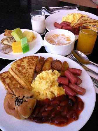 โรงแรมเดอ ลา เฟิร์นส: A colourful breakfast.