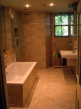 Annesdale House: The bathroom of Elleray