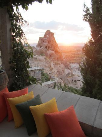 โรงแรมอากอส แคปปาโดเซีย: view of Tiraz Castle(cave) from Argos