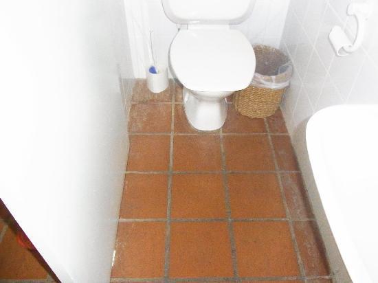 คลับ ทรอปิคัล รีสอร์ท: Toilet