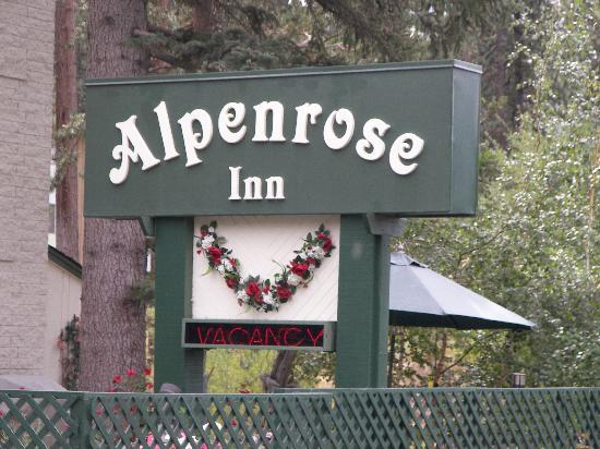 Alpenrose Inn: Welcoming Sign