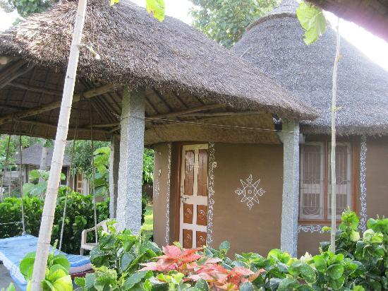 Shanthi Guesthouse: front view of hut