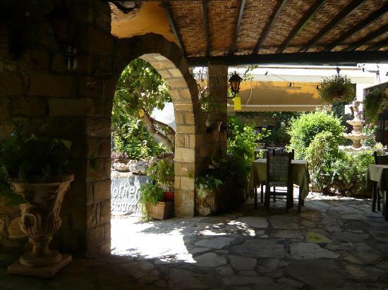 Mother's Restaurant: The restaurant