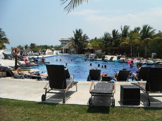 BlueBay Grand Esmeralda: Nice Pool