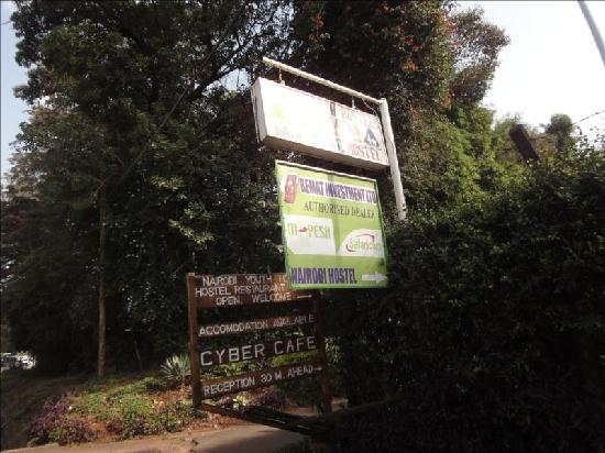 Nairobi International Youth Hostel: Main street entrance