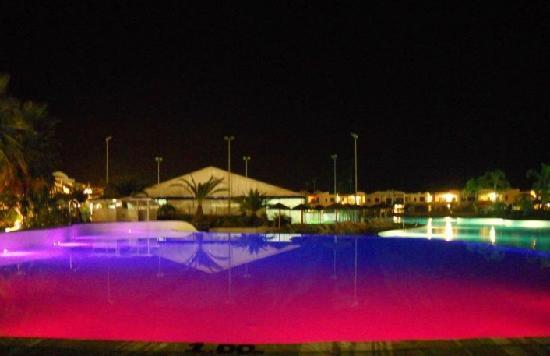 I Turchesi Club Village: piscina by night