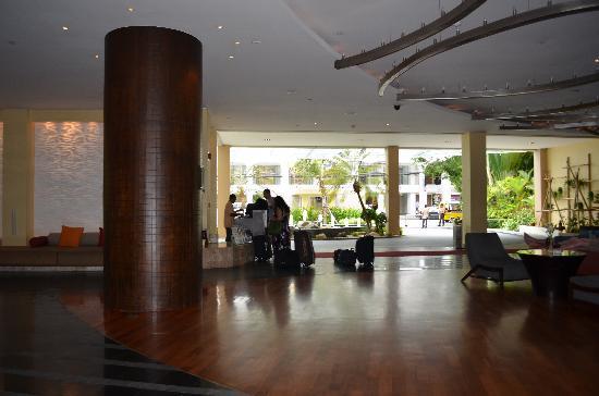 ฮอลิเดย์ อินน์ รีสอร์ท: The lobby area