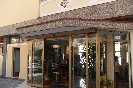 Excelsior Grand Hotel: hotel entrance