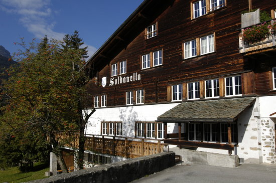 Klosters Youth Hostel: Aussenansicht