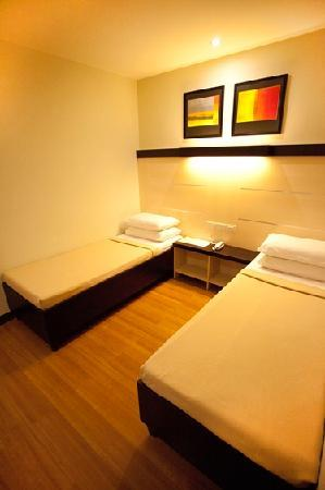 ซักบูเทล เบด แอนด์ บาธ: Standard Twin Room - 1,350