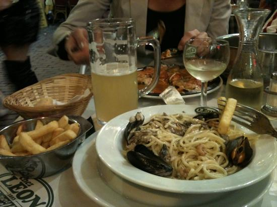 Chez Leon: spagetti with moules, frites and beer