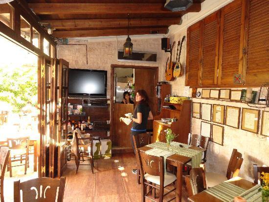 To Pigadi: inside of the restaurant
