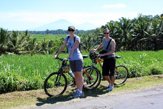 Banyan Tree Bike Tours: photo stop on our bike tour
