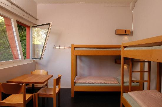 Baden Youth Hostel: Mehrbettzimmer/multi-bed room