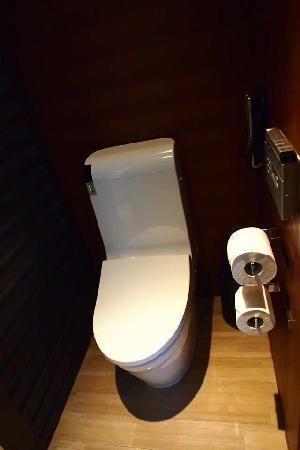 เดอะ แลงแฮม ซินเทียนตี้ โฮเต็ล: Heated toilet seats are a lifesaver!