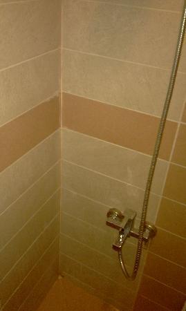 Turvan Hotel: Bathroom 2