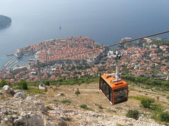ดูบรอฟนิคเคเบิลคาร์: View of the cable car
