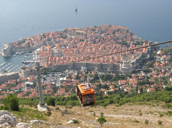 ดูบรอฟนิคเคเบิลคาร์: Cable car and Dubrovnik