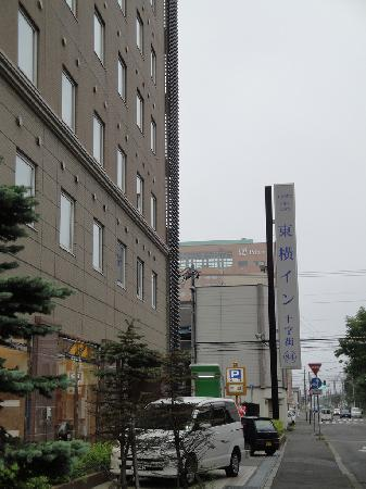 Toyoko Inn Kushiro Jujigai: 後方為停車場