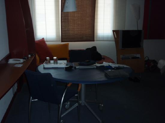 Novotel Suites Cannes Centre: Table area