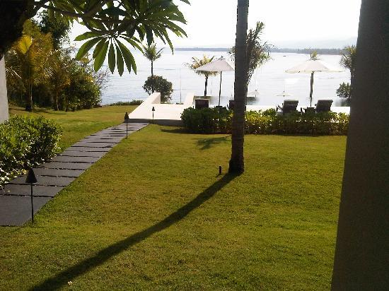 The Lombok Lodge: ocean view from breakfast place