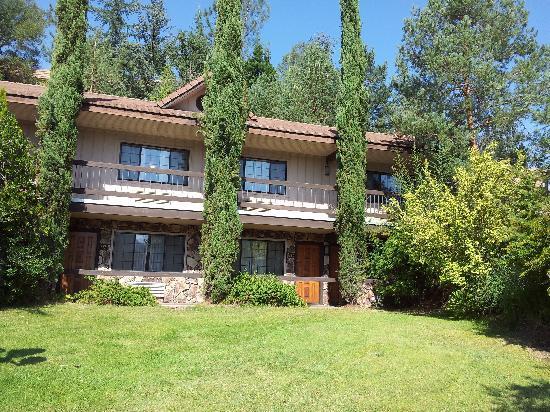 Best Western Plus Yosemite Gateway Inn: Voorkant van de chaletjes