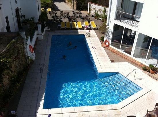 Hotel Sant March : poolen från vår balkong