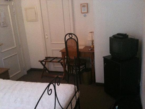 Chambre exigue armoire dans le couloir picture of - Armoire de chambre ...
