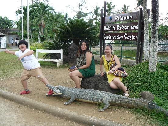 Palawan Village Hotel: my kids at the Crocodile Farm
