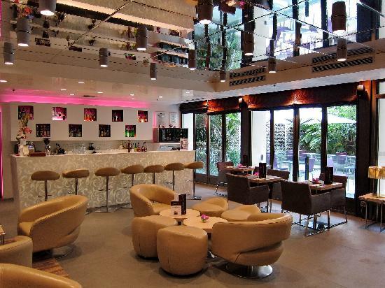 ฮอลิเดย์อินน์ปารีส นอเทรอดาม: Bar im Lobbybereich