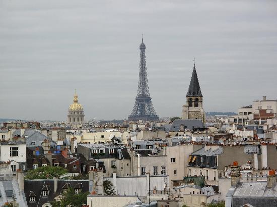 ฮอลิเดย์อินน์ปารีส นอเทรอดาม: Blick auf Eifelturm von der Dachterasse