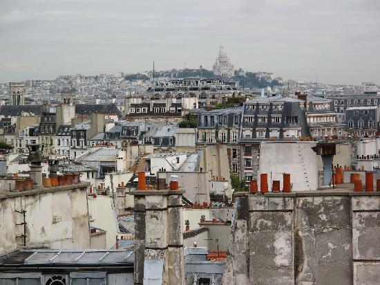 ฮอลิเดย์อินน์ปารีส นอเทรอดาม: Blick auf Sacre Coeur vob Dachterasse