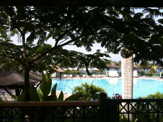เร้ด เลเวล แอท แกรน เมเลีย ปาซิโอ เดอ อิโซรา: piscine RED LEVEL