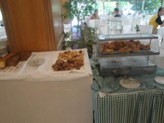 Caravia Beach Hotel: Immer die gleichen Kekse und Croissants