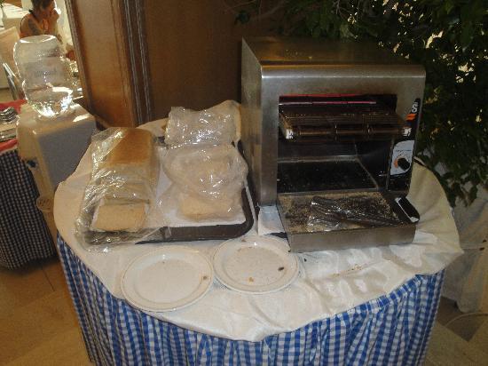 Caravia Beach Hotel : Toastbrot in Plastiktüten am Buffet