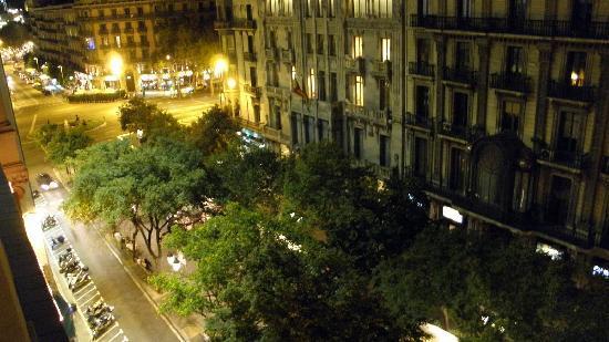 โอนิกซ์ แรมบลา โฮเต็ล: From the balcony - nightview