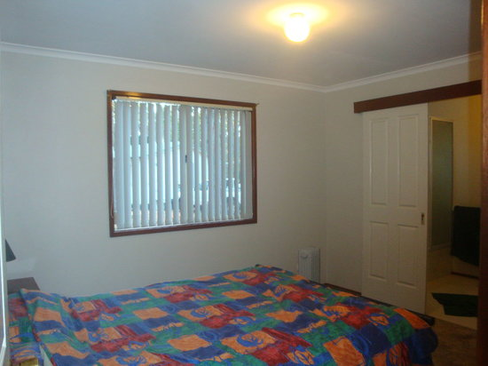 Dwellingup Chalets & Caravan Park: Main bedroom