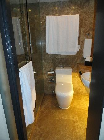 เอตัน สมาร์ท ฮ่องกง: Toilet and Shower